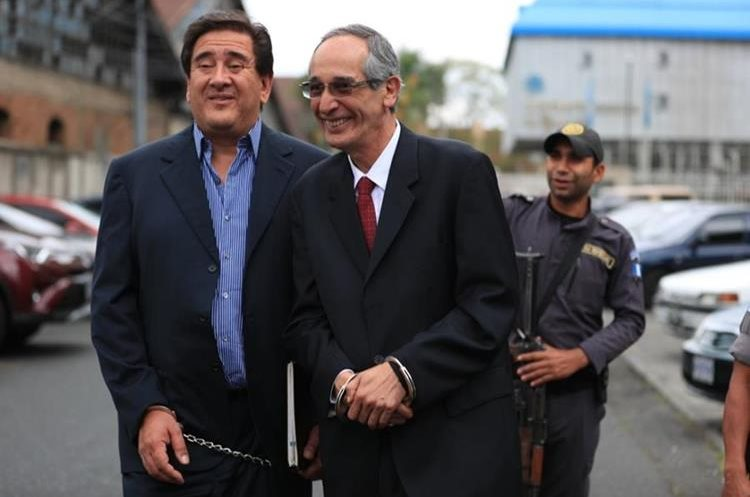 Álvaro Colom, expresidente de Guatemala, obtiene libertad bajo fianza