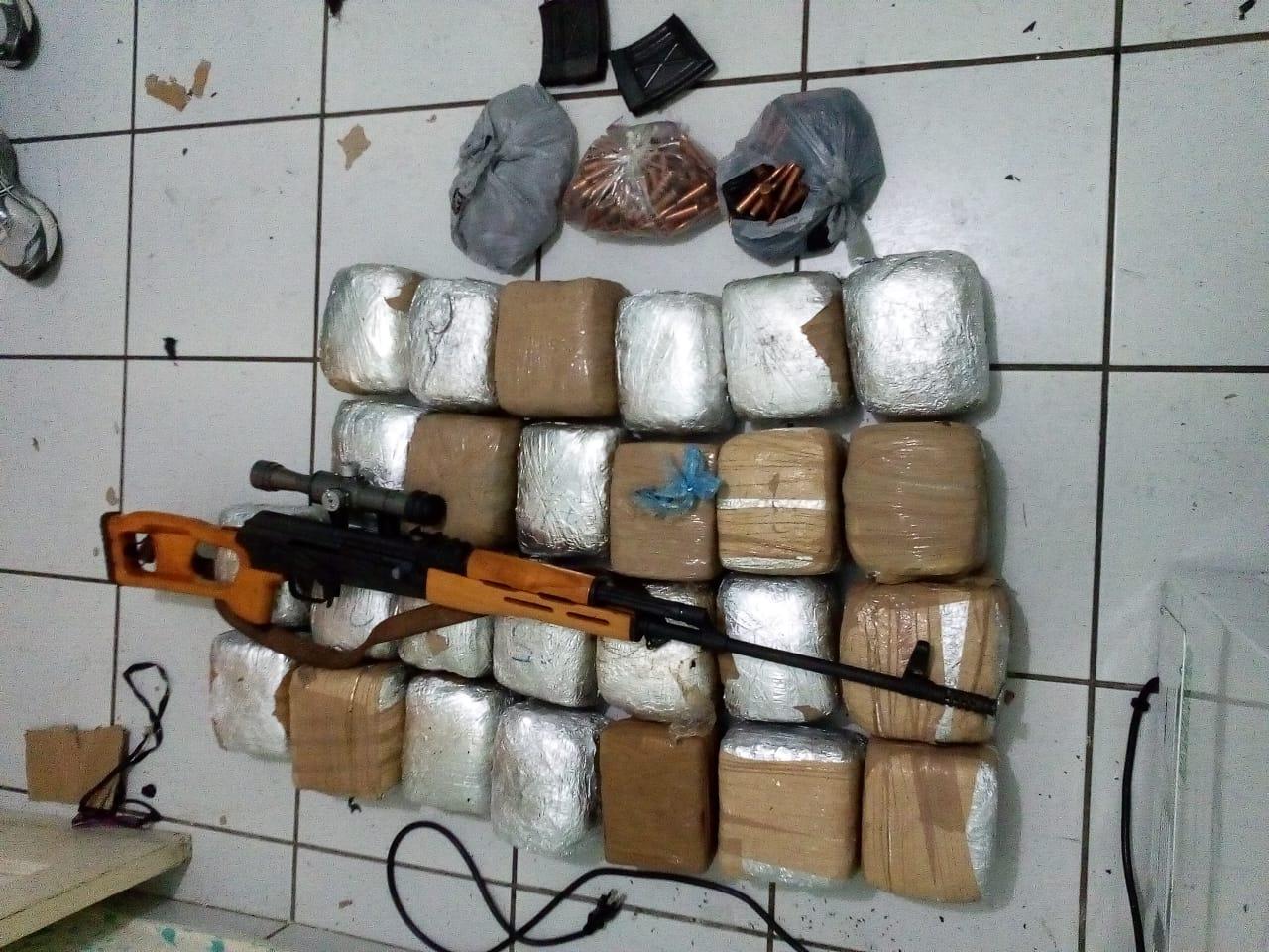 Decomisan droga y un fusil de francotirador en Ciudad Versalles