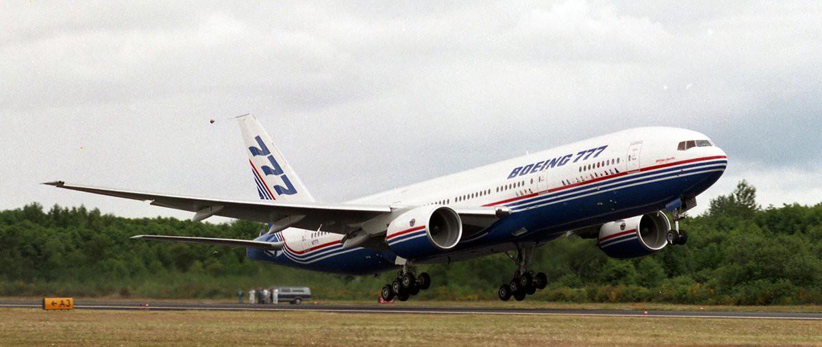 Resultado de imagen para Boeing 777-200 first flight