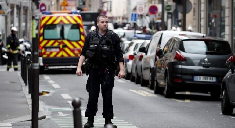 Hombre armado toma dos rehénes y mantiene en vilo a París - Mundo