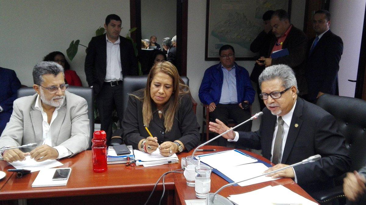 Guatemala recibe presiones para entablar relaciones con China — Senador de EEUU