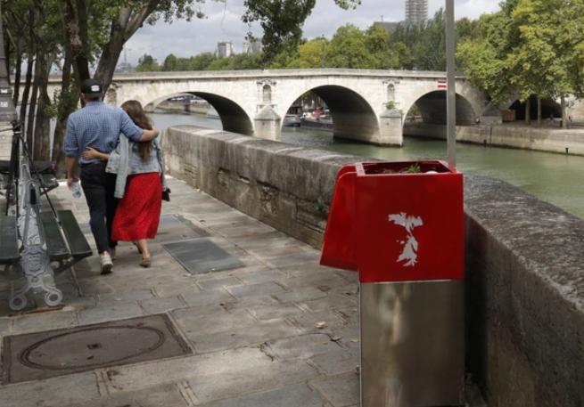 Los urinarios públicos que desatan molestia entre los residentes de París — Uritrottoir