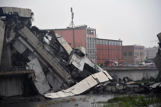 Tragedia en Italia: Se derrumba puente de autopista; 35 muertos