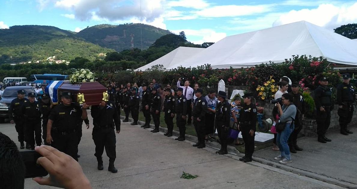 Policía despide con honores a agente Carla Ayala