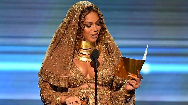 Acusada de utilizar brujería contra una de sus antiguas músicas — Beyoncé