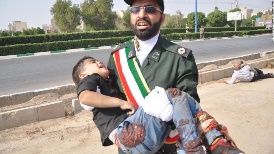 Toman el momento exacto de atentado en desfile militar en Irán