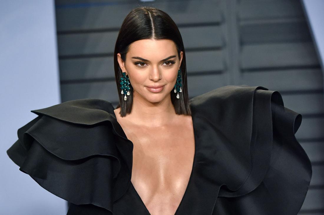 Kendall Jenner deslumbra París con braless y transparencias