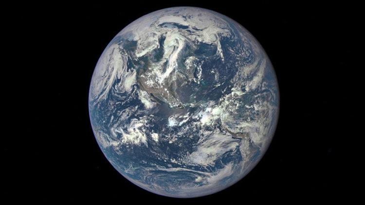 🌏 Así se ve La Tierra a 43 millones de kilómetros de distancia