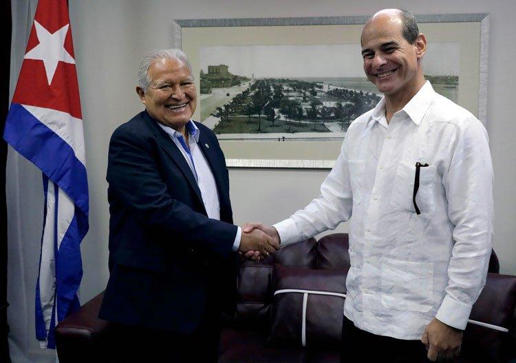 Presidente Salvador Sánchez Cerén arriba a Cuba en visita oficial