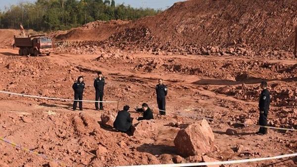 Hombres en China dicen haber encontrado huevos de dinosaurio