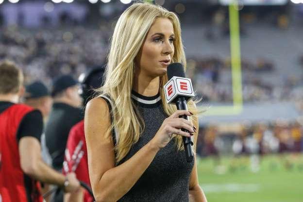 Periodista fue tacleada en vivo durante un partido de fútbol americano