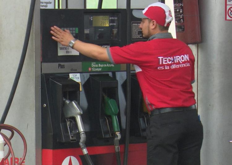 Bajan precios de los combustibles en El Salvador