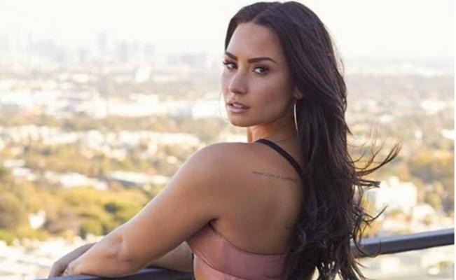 Demi Lovato aparece en público tras tres meses de rehabilitación