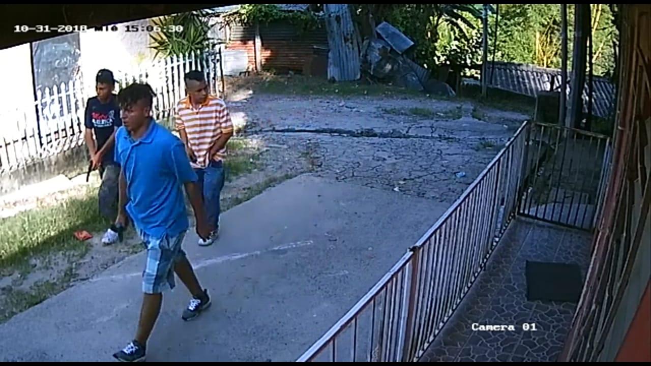 (VÍDEO) Pandilleros deambulan con armas en Ciudad Delgado