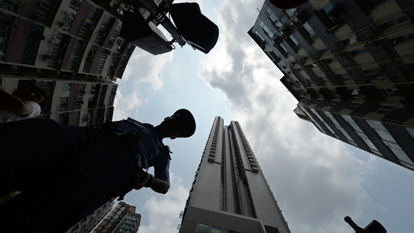 Lo detienen por hacer que llueva dinero en barrio de Hong Kong