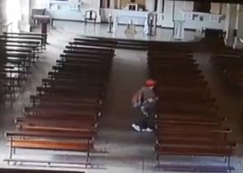 (VIDEO) Creyeron que iba a rezar pero se robó un cuadro de la Inmaculada Concepción de María, en Santa Ana