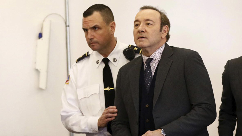 Hermano mayor de Kevin Spacey revela que su padre abusó de ellos