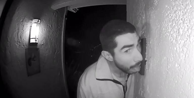 Detenido tras chupar durante tres horas el portero automático de una vivienda